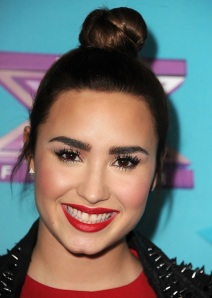 demi-lovato-x-factor-eyebrows